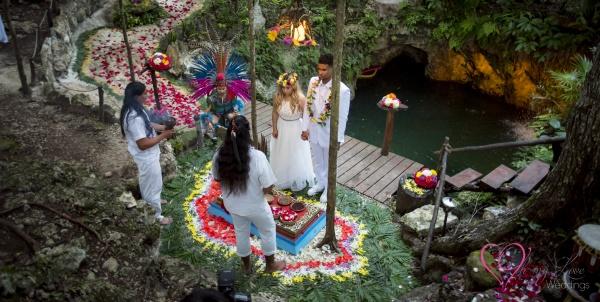 Ceremonia maya en cueva del tapir