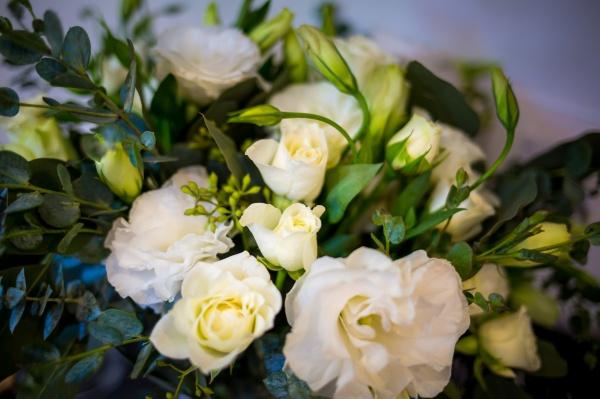 ramo de novia boho con lisianthus y follaje