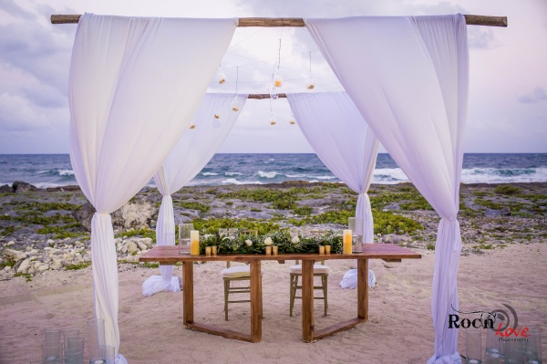 Rustic boho sweetheart table Grand Sirenis Riviera Maya weddings