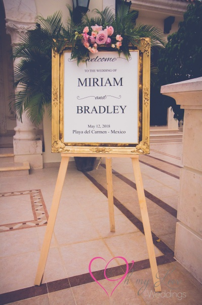 Wedding welcome sign in golden frame