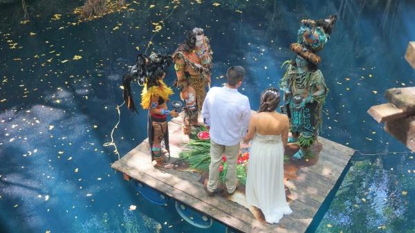 ceremonia-maya-en-cenote