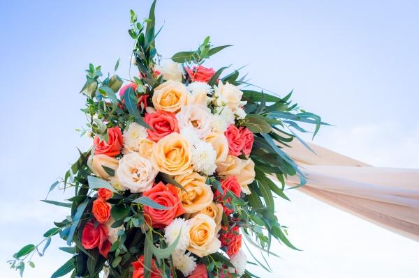 flower-arrangement-coral-ivory
